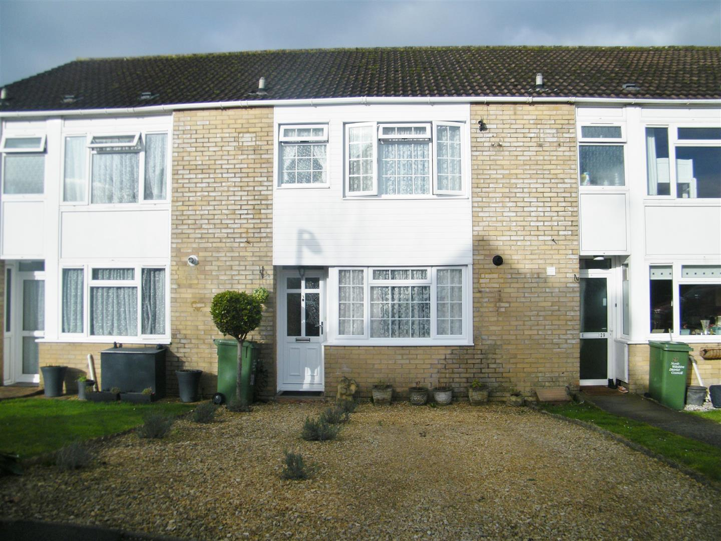 3 Bedrooms Terraced House for sale in Bentley Grove, Calne